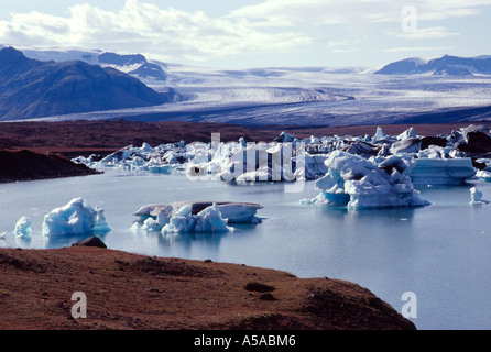 Jökulsárlón best known and the largest of a number of glacier lakes in Iceland. - Stock Photo