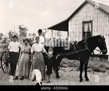 Historic photograph rural family in front of home in Florida - Stock Photo
