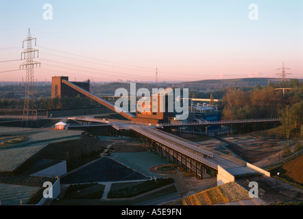 Gelsenkirchen, ehemalige Zeche Nordstern, BUGA 97, Kohlenmischanlage, Kohlebunker und Stege