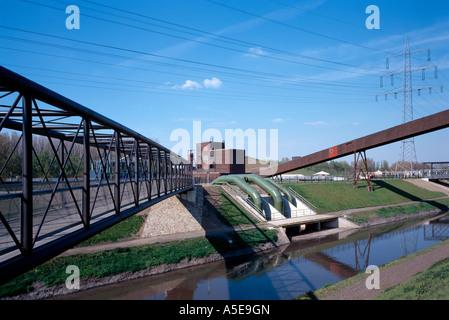 Gelsenkirchen, ehemalige Zeche Nordstern, BUGA 97, westliche Fachwerkbrücke und Bandbrücke