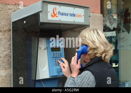 phoneMBF1855 limoges haute vienne limousin france woman making telephone call on a city centre france telecom phone - Stock Photo
