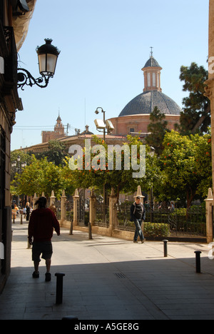 Plaza De La Virgen a popular tourist haunt in the old quarter close to Valencia Cathedral. Valencia, Spain - Stock Photo