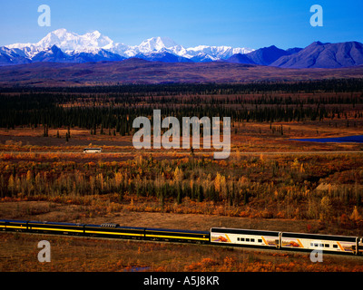Wilderness Express Celebrity Tours, Mt McKinley - Stock Photo