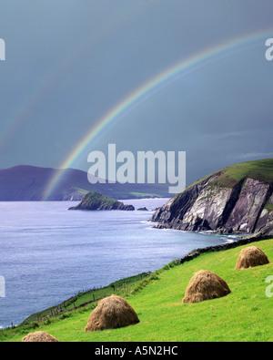 IE - CO. KERRY: Rainbow over Slea Head on the Dingle Peninsula - Stock Photo