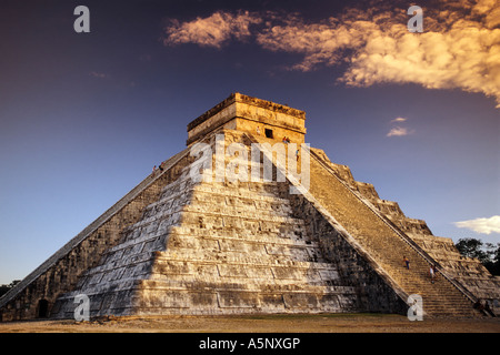 El Castillo (Piramide de Kukulcan), Mayan ruins, sunset, Chichen Itza, Yucatan, Mexico - Stock Photo