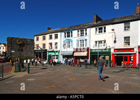 Caernarfon Square with row of small shops with accommodation above - Stock Photo