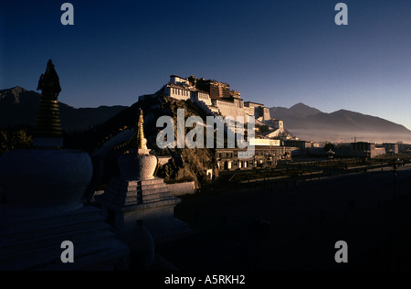 THE POTALA PALACE HOME OF SUCCESSIVE DALAI LAMAS, LHASA, TIBET - Stock Photo