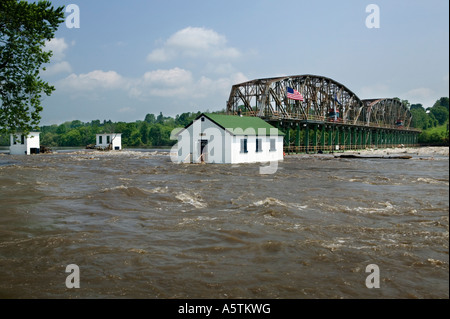 Flooding on Mohawk River damaging lock 15 Erie Canal June 2006 Fort Plain New York - Stock Photo