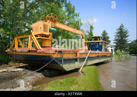 Flooding on Mohawk River damaging canal barge lock 15 Erie Canal June 2006 Fort Plain New York - Stock Photo