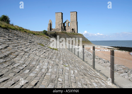Reculver church and Roman Fort - Stock Photo