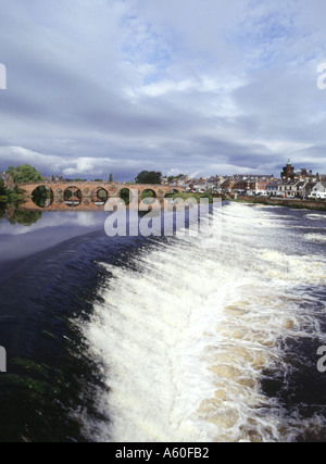 dh Devorgilla Bridge DUMFRIES GALLOWAY Multiple stone arch bridge across River Nith weir