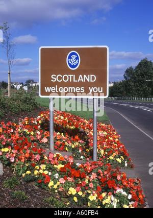 dh Scotland England border GRETNA DUMFRIES Entering Scotland welcome road sign border post roadsign