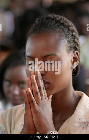 Painet jj1767 namibia woman female praying catholic church service wanaheda parish windhoek 2 africa subsahara aids - Stock Photo