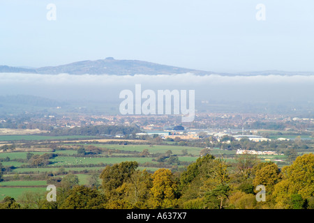 Autumn mist in the Severn Vale with May Hill in the background viewed from the Cotswold scarp at Edge, Gloucestershire - Stock Photo