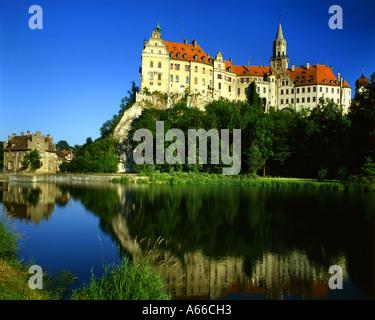 DE - BADEN WÜRTTEMBERG: Hohenzollern Castle at Sigmaringen and River Danube - Stock Photo