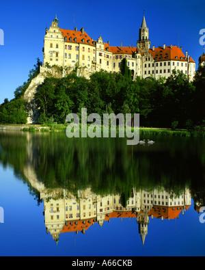 DE - BADEN WUERTTEMBERG:  Hohenzollern Castle at Sigmaringen and River Danube - Stock Photo