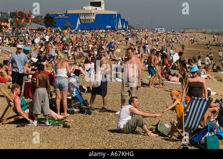 Young family crowded beach scene Southend on Sea Essex  England 2006 2000s HOMER SYKES - Stock Photo