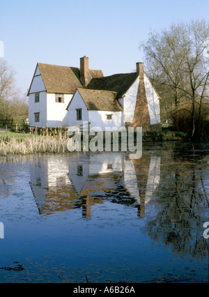 Willy Lotts Dedham Vale cottage an old house on River Stour in Flatford used in John Constable 1821 Hay Wain painting - Stock Photo
