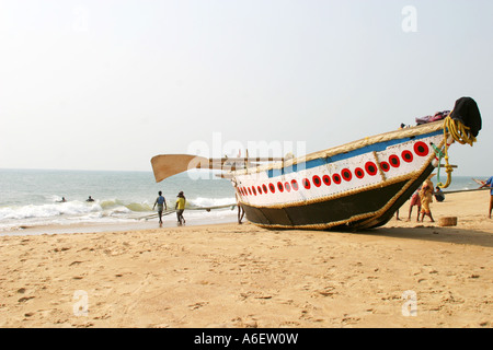 Fishing boat on the sands at Puri ,Bay of Bengal Orissa India               Fishing boat on the beach at Puri ,B - Stock Photo