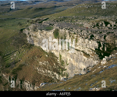 Upper section of Malham Cove cliff, with limestone pavement above, Malhamdale, North Yorkshire, England, UK. - Stock Photo
