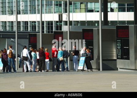 Tower Hill remodelled approach areas to the Tower of London with early morning queues waiting for ticket booths - Stock Photo