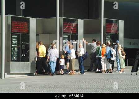 Tower Hill remodelled approach areas to the Tower of London with visitors at ticket booths - Stock Photo