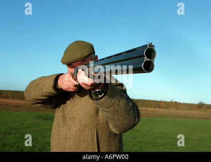 CLAY PIGEON SHOOTING IN LINCOLNSHIRE UK PHOTO BY JOHN ROBERTSON - Stock Photo