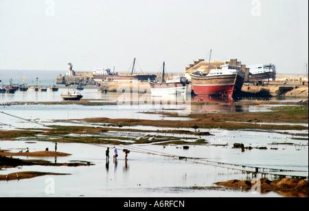 Dhow building at Mandavi Port in Gujarat India - Stock Photo