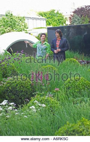 Tv celebrity gardener diarmuid gavin at garden party for Garden design tv show