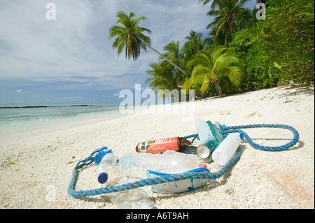 Rubbish washed up on Tepuka island, off funafuti, Tuvalu, Pacific ocean - Stock Photo