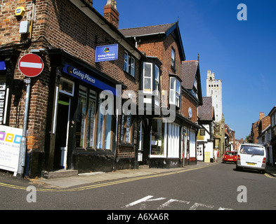 KNUTSFORD CHESHIRE UK June View along the narrow King Street in this attractive town - Stock Photo