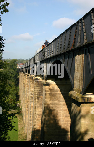 Canal boat going over Froncysyllte aquaduct, Denbighshire, Wales - Stock Photo