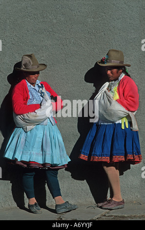 Brightly dressed Quechua women from Caraz at the local morning market Calleyon de Huaylas Northern Peru - Stock Photo