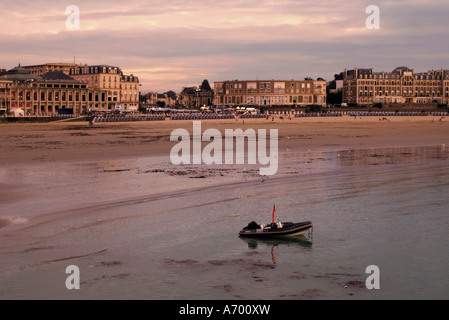 Beach and seafront Dinard Cote d Emeraude Emerald Coast Cotes d Armor Brittany France Europe - Stock Photo