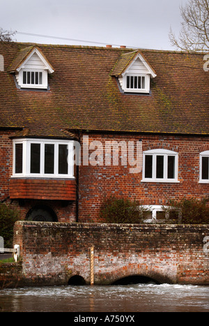 HIGH RIVER LEVELS ON THE RIVER KENNET AT LOWER DENFORD NEAR HUNGERFORD UK - Stock Photo