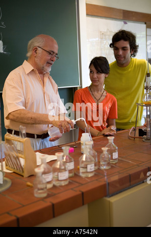 Science teacher demonstrating to students - Stock Photo
