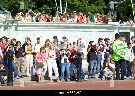 Close up of a crowd of tourists gathered on the Victoria Memorial to watch the Changing of the guard ceremony in - Stock Photo