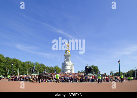 Wide angle view of the crowds of tourists gathered on the Victoria Memorial to watch the Changing of the guard ceremony - Stock Photo