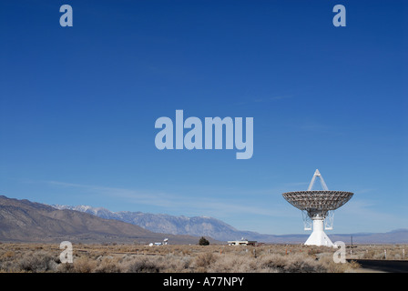 Single Owens Valley radio antenna dish looking up at the sky - Stock Photo