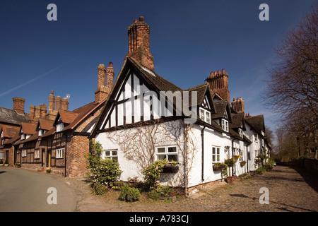 UK Cheshire Vale Royal Great Budworth cottages beside St Marys Parish church - Stock Photo