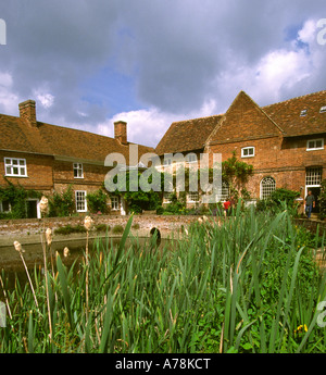 UK Essex Constable Country Flatford Mill field study centre - Stock Photo