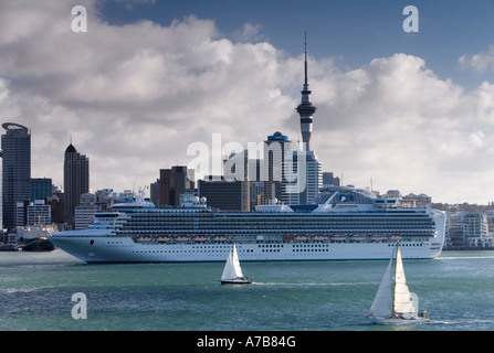 The Statendam and Sapphire Princess Cruise Ships berthed in Auckland New Zealand on Friday 16 February 2007 - Stock Photo