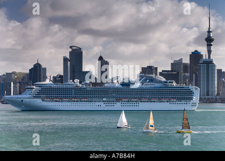 The Sapphire Princess Cruise Ship berthed in Auckland New Zealand on Friday 16 February 2007 - Stock Photo