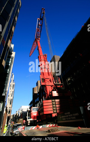 bronzeshield lifting ltd mobile telescopic liebherr crane narrow streets city of london weekend working - Stock Photo