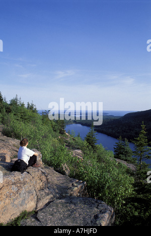 North America, US, ME, Hiking on the South Bubble. Jordan Pond. (MR) - Stock Photo