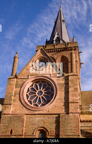 dh St Magnus Cathedral KIRKWALL ORKNEY Rose window southside of cathedral saint orkneys - Stock Photo