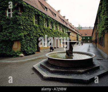 soziale Wohnsiedlung Fuggerei in Augsburg, Lech, Schwaben, Bayern - Stock Photo