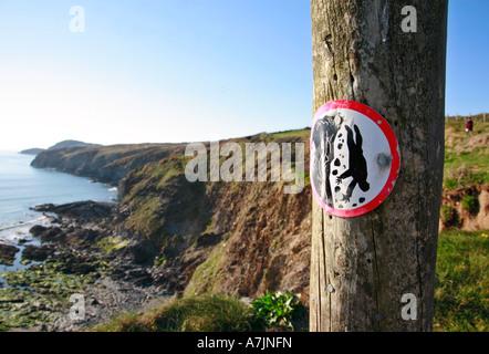 Beware steep cliffs warning sign on the North Pembrokeshire coastal footpath national trail - Stock Photo