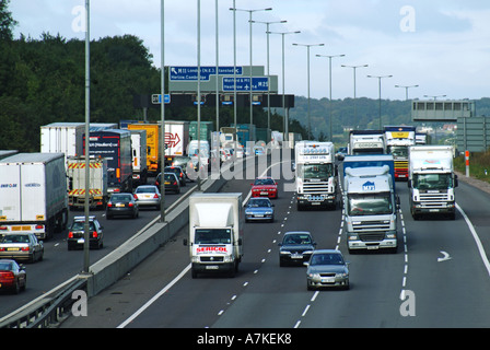 Traffic queuing anticlockwise for slip road on M25 motorway intersection with M11 - Stock Photo