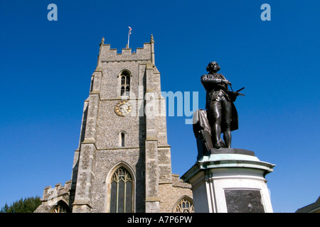 THOMAS GAINSBOROUGH S STATUE IN FRONT OF ST PETER S CHURCH SUDBURY SUFFOLK ENGLAND - Stock Photo